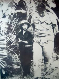 Píloto estadounidense capturado por guerrillera vietnamita