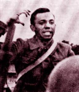Miguel Hernández en uniforme